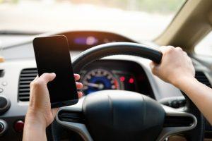 bagaimana caranya etika mengendarai mobil