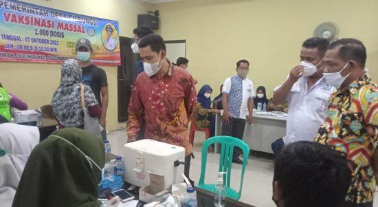 Muad Khalim saat laksanakan monitoring vaksinasi di kec. Cileungsi
